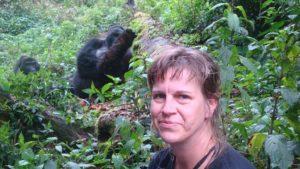 SafariScout.com erschöpft im Anblick des Silverbacks der Gorilla Familie im Bwindi Wald von Uganda